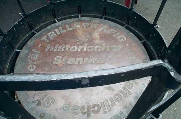 Detail Trillerkäfig Hinweis auf historischen Standort